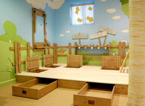 Подиум в детской комнате - спасение в крошечных помещениях